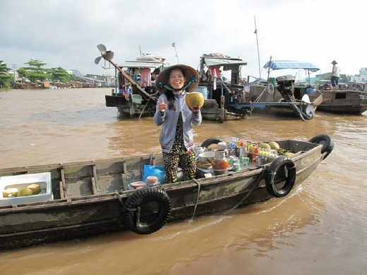 Largest floating market on the Delta