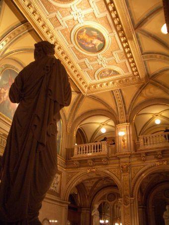 A night at the Vienna Opera House. Tonight: Romeo & Juliette.
