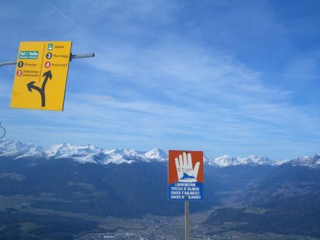 ... mid-air highway. What does that sign say about avalanches? Can't read French, oh well, let's hit it!