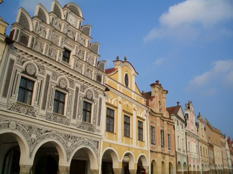 Back in the dodgy rent-a-car and on to Telc, a gorgeous little town with a main triangular square framed by these renaissance houses, and peacefully quiet.