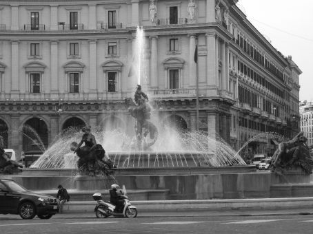The Piazza della Repubblica.  One of the round-a-bouts that I wouldn't even attempt if I was driving in Rome. Beautiful fountain and surrounding buildings however.