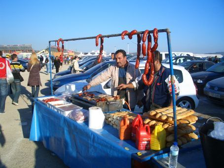 Chorizo sellers outside the circuit. Mmmmm, agricultural.