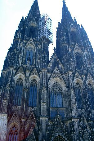 The huge cathedral at Koln. Impressive to say the least. I'll never cease to be amazed by the siye of these things. How on earth did they build them centuries ago?