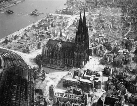 Koln post-WWII. Amazingly the cathedral was untouched by allied destruction. (The hotel we stayed in was in the area at the bottom right of the picture, but of course the whole city has been rebuilt.)