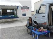 Picnic out front of an oyster vendor in Fouras: by matt_tani, Views[80]
