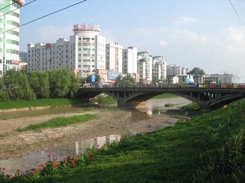 View of the bridge over the Tingjiang River. Longyan is a beautiful city with lots of gardens and tree lined streets.