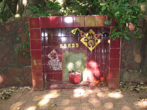 A tiny little shrine in the middle of no where. I found this off the main track in the