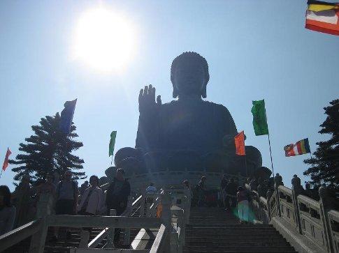 Tian Tan Buddha bathing the sun.
