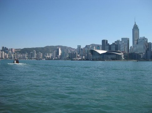 A clear day on Victoria Harbour. I haven't seen a day this clear since I've been here!!