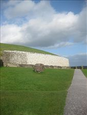 The Newgrange passage tomb building in County Meath.   Originally built between 3300 and 2900 BC, which means that it is over 5,000 years old and pre-dates both the Pyramid of Giza in Egypt, and Stonehenge. : by mazystar, Views[105]