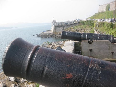 I tired to find some information about these old cannons, but couldn't find any. They're pretty cool though. Especially since they are still in the same place where they were once used. Usually they move them and turn them into monuments but these have stayed.