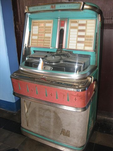 The awesome old juke box at the hotel.
