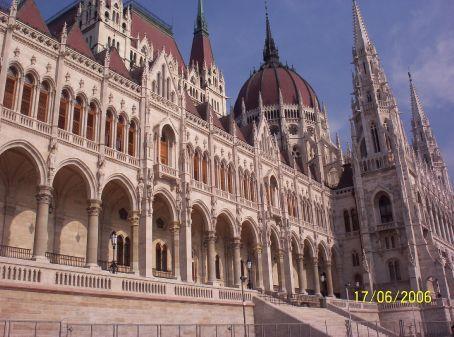 More Budapest architecture