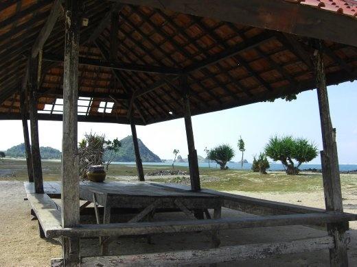 Beachside berugah Kuta Lombok