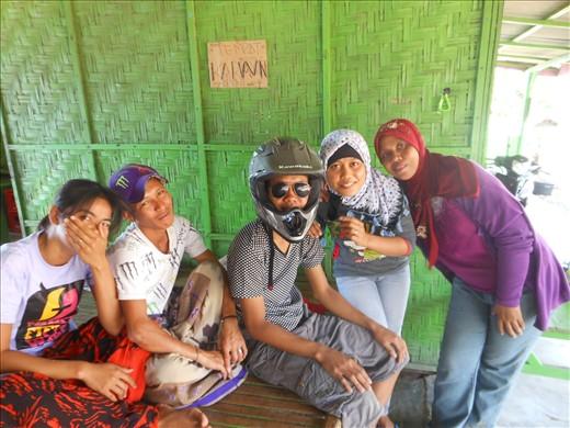 Ibu pemilik and staff Warung Santong