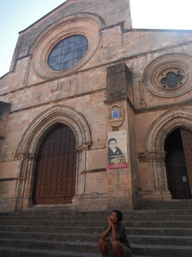 First try of being holy in front of church in Cosenza. Some funky nun with big glass were maid saint or on the way..