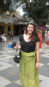 Kels had to rent a Surong for 10 baht to enter the temple cuz she didnt have any pants on. : by meyer, Views[89]