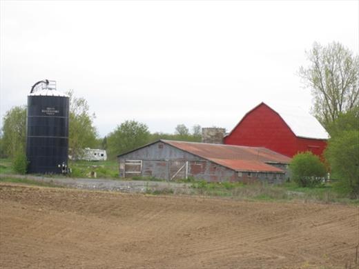 Typical farm.. pretty!