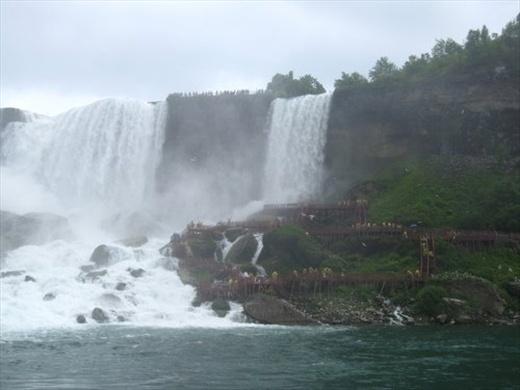 Path on the side of the waterfall, Niagara Falls, ON
