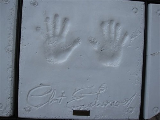 Clint Eastwood signed one of the stones of the Planet Hollywood in Niagara Falls.