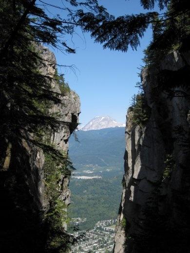 Nice Shot over Diamond Head, walking to the 3dr peak.