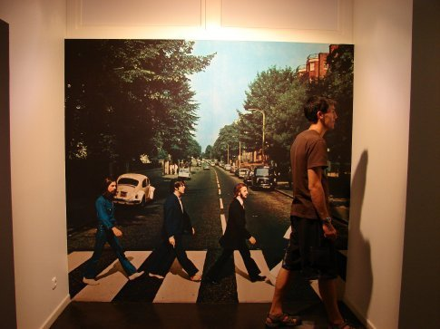 I joined the Abbey Road cover at the Beatlemania museum in Hamburg.
