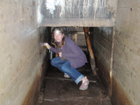 Em inside the tunnel between bunker 28 and bunker 30.