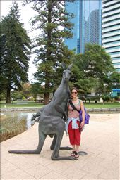 Michele & Kangaroo in Perth: by misch, Views[161]
