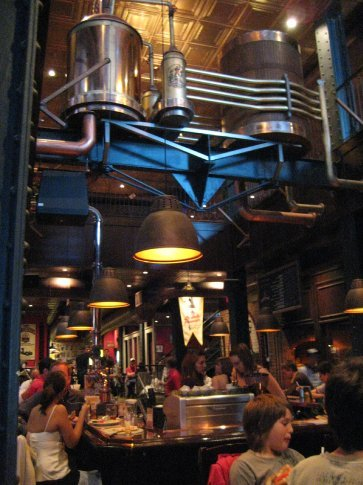 Les 3 Brasseurs, a microbrewery restaurant