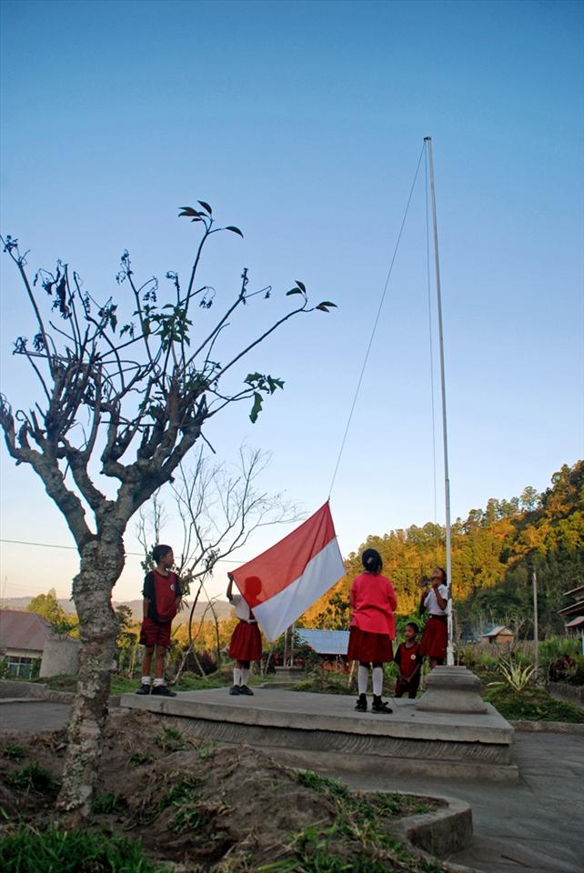 Children Flying The Indonesia Flag Every Morning Elementary