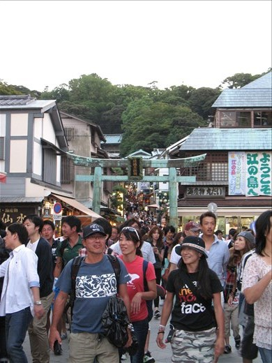Enoshima: Crowded... Tip: Don't go here during Silver Week