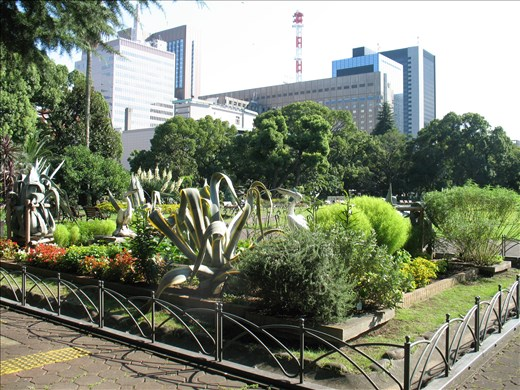 Hibiya park: Never forget you're in a city...
