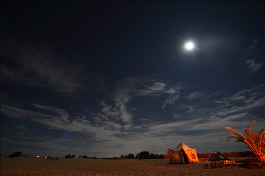 Siwa desert at night, the same desert is magnificent with its dynamic elements, at night the sun is replaced by the moon, and the beautiful sky is replaced with a darker one full of stars, a lot of touristic activities is done at night, including badawian night and dinner.