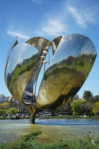 Floralis Generalis sculpture
