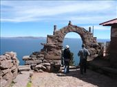 This day you can see better the pretty blue Lake Titicaca. This arch is quite famous on this island but I forgot why...: by muimui2009, Views[256]