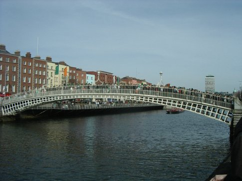 All the people trying to cross the Ha'Penny bridge