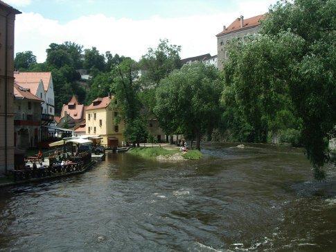 The river in flood = Czesky Krumlov