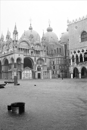 It was raining heavily that day in Venice
