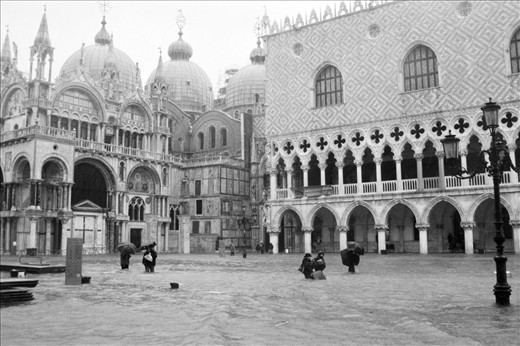 The brave travelers in the swimming pool of St. Mark's