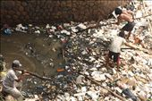Though living in a poor state, every day this 3men's care about the environment and try to expedite the flow of the river which caused the buildup of excessive trash river using bamboo. Trash river was due to a lot of people do not dispose of waste in place.: by nabilahkhonsyah, Views[174]