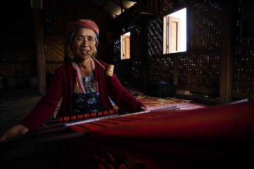 Lingkhui weaving the traditional clothing of the Ngagah tribe.