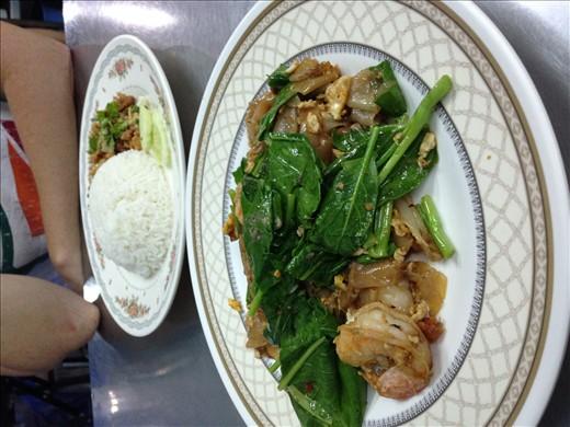 Pad See Ew, Kratium Prik Thai Gai