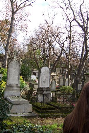 there are many tombs in the cemetary...