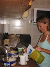 Making breaky at my aunty's house in Montevideo.: by nigelb, Views[295]