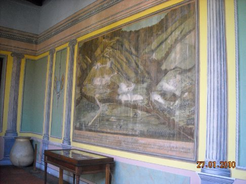 original paintings of the battle for independance adorn the internal outside walls