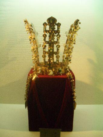 Shilla dynasty (~600AD) crown in Gyeongju shilla dynasty burial park.