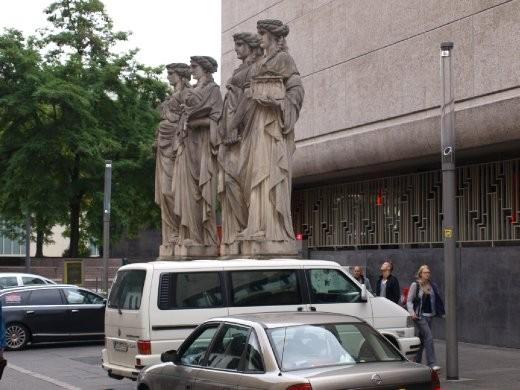 Statue transport Duesseldorf