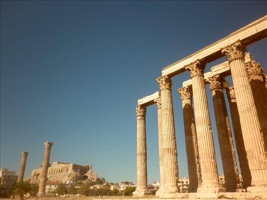 ¿El foro? ¿o un lugar dedicado a Zeus en Atenas? Mmmmmm, ayuda.