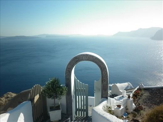 Compuerta al descanso, Oia, Santorini.