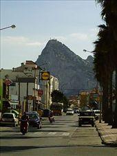 Der Fels von Gibraltar an der suedlichsten Spitze Europas und doch gibt uns irgendetwas das Gefuehl, noch in Deutschland zu sein. /El Penyon de Gibraltar, a la punta sud d'Europa, i tot i aixo seguim tenint la sensacio de estar a Alemania, veieu el Lidl? /Gibraltar, the most southern tip of Europe, but still the feeling that we are in Germany, can you see the Lidl?: by olga_christian, Views[514]
